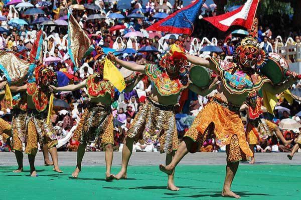 http://www.bhutanbuddhatravellers.com/wp-content/uploads/2016/03/Thimphu-Festival-Bhutan-600x400.jpg